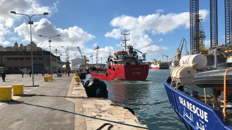 Méditerranée: des migrants détournent un pétrolier venu les sauver