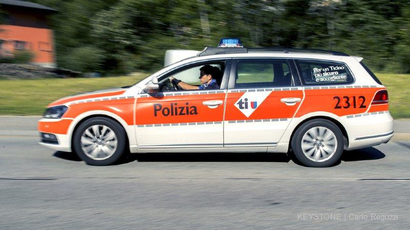 Tessin: un cycliste fait une chute mortelle de 15 m