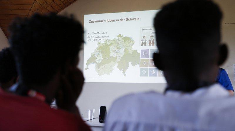 Immigration: 10% des requérants expulsés reviennent en Suisse, contre 30 à 40% pour l'Allemagne