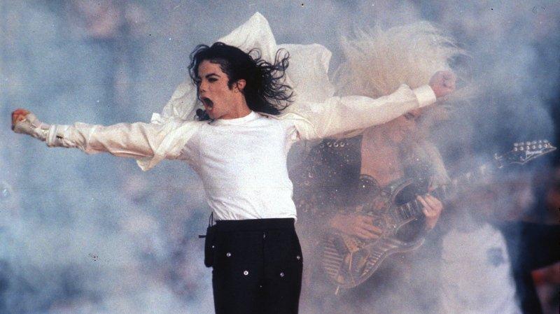 Le documentaire accusant Michael Jackson provoque beaucoup de remous dans le monde de la musique.