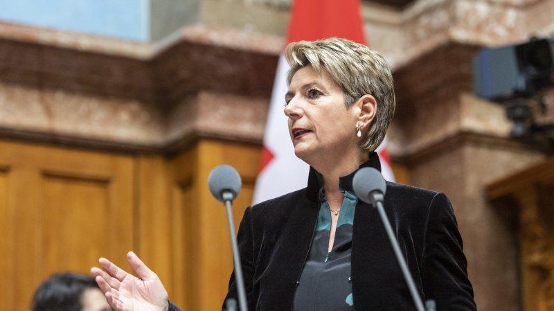 La conseillère fédérale Karin Keller-Sutter a précisé lundi au Conseil national que la Confédération réclamait six millions aux cantons concernés, dont quatre rien que pour le canton de Vaud.