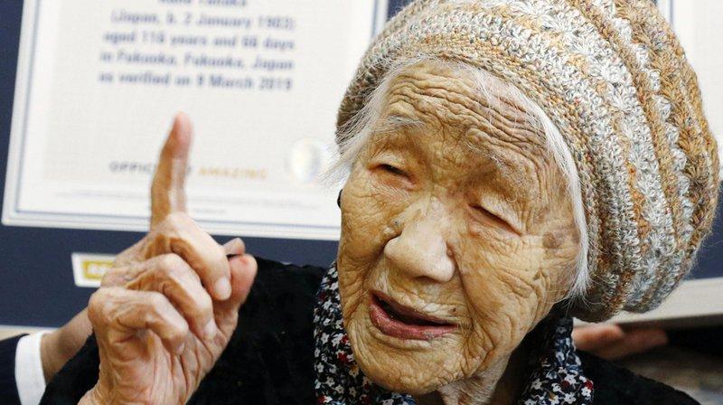 Une Japonaise confirmée doyenne de l'humanité par le Guinness des Records — Monde