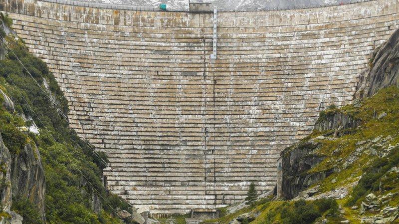 L'imposant barrage du lac de Grimsel ne sera pas démonté, mais mis en eau des deux côtés.