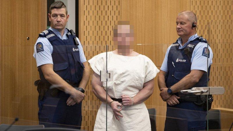 Le suspect australien de la tuerie a fait le signe des suprémacistes blancs devant les caméras.