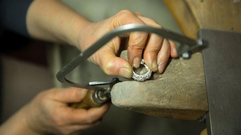 Des ateliers d'artisans (ici les bijoux Solstice, à La Chaux-de-Fonds) pourront être visités gratuitement.