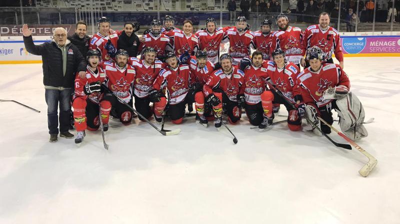 Les joueurs de Star Chaux-de-Fonds ont bien fêté leur titre de champions de groupe.