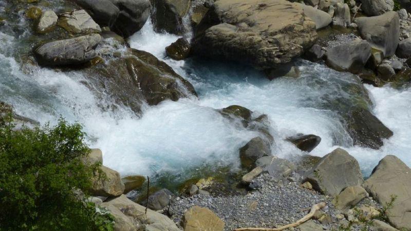 A qui appartient l'eau potable en Suisse et par qui est-elle distribuée?