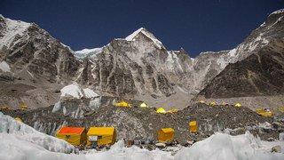 Everest: la fonte des glaces dévoile de plus en plus de corps d'alpinistes disparus