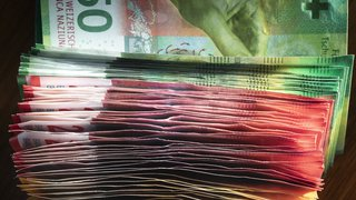 L'argent, principale préoccupation des Suisses, devant la santé, le travail et la famille