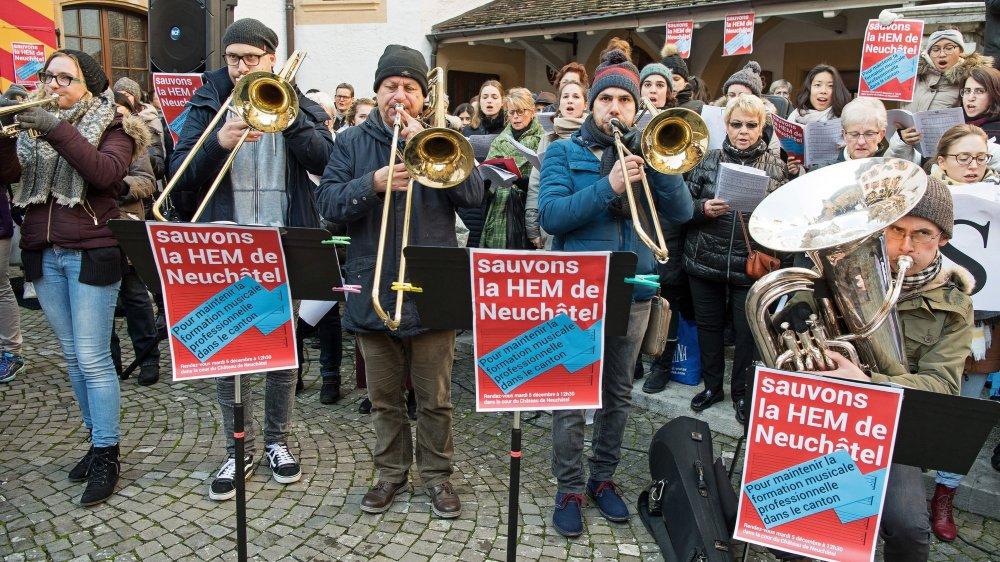 Manifestation en décembre 2017 au Château de Neuchâtel pour soutenir la Haute école de musique.