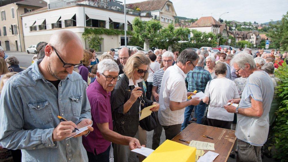 En mai 2018, les citoyens de Milvignes s'étaient rassemblés pour protester contre la fermeture des offices postaux.