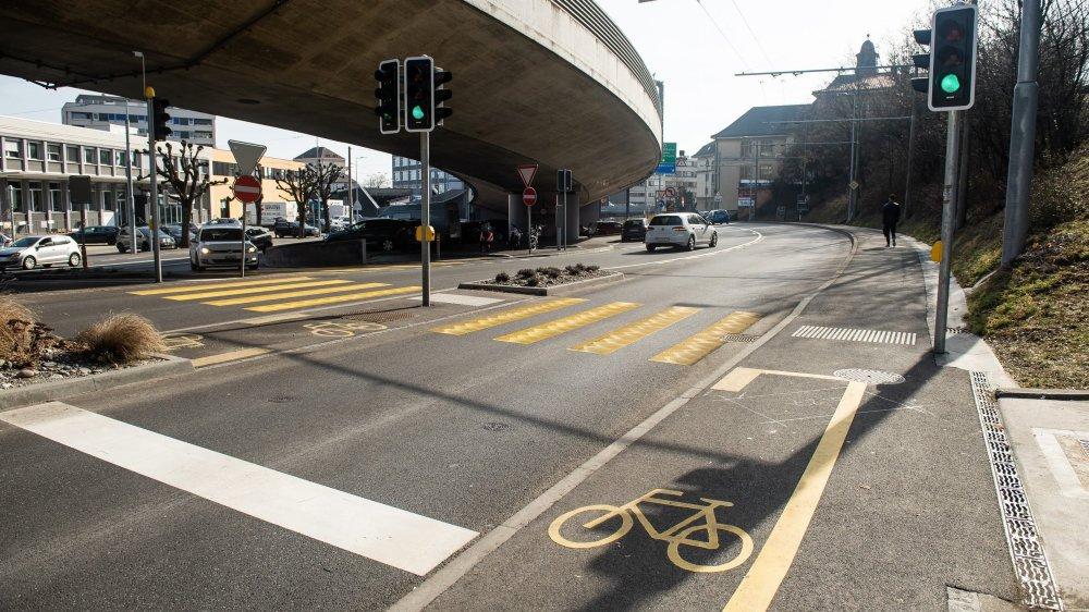 Le giratoire de Vauseyon propose des itinéraires peu attractifs pour les cyclistes, selon Pro Vélo.