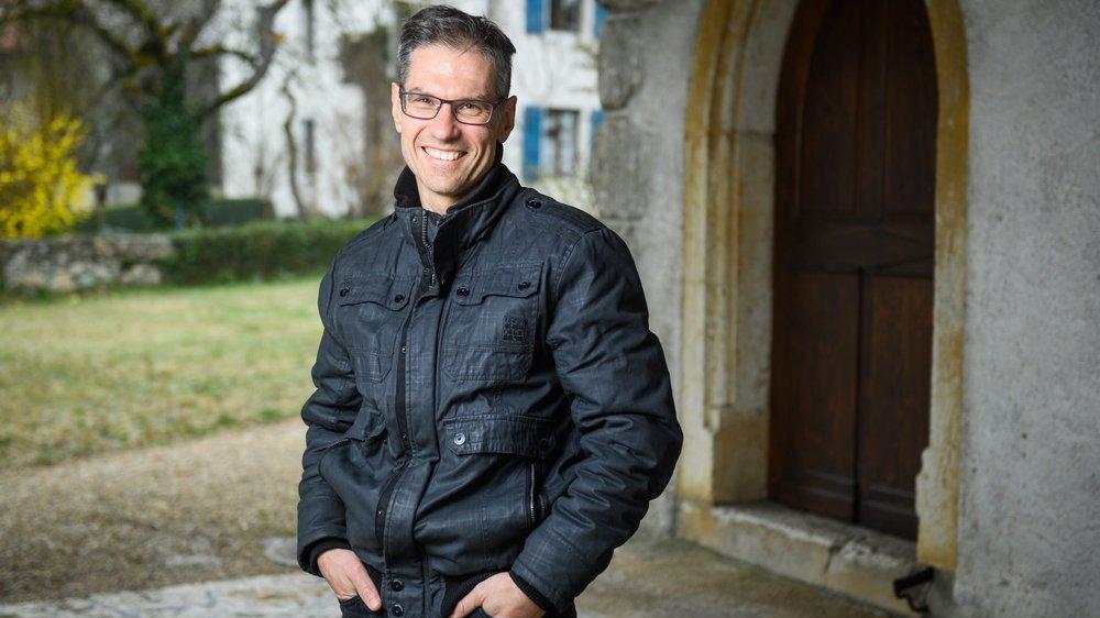 Pasteur, magicien et adepte de course à pied, Stéphane Rouèche accompagne les fidèles de la paroisse de Diesse depuis 2008.