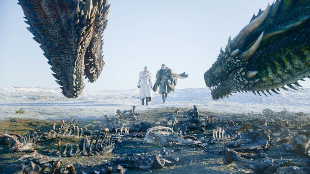 Attention spoiler: Jon Snow fait son baptême de vol en dragon dans le premier épisode de la saison 8.