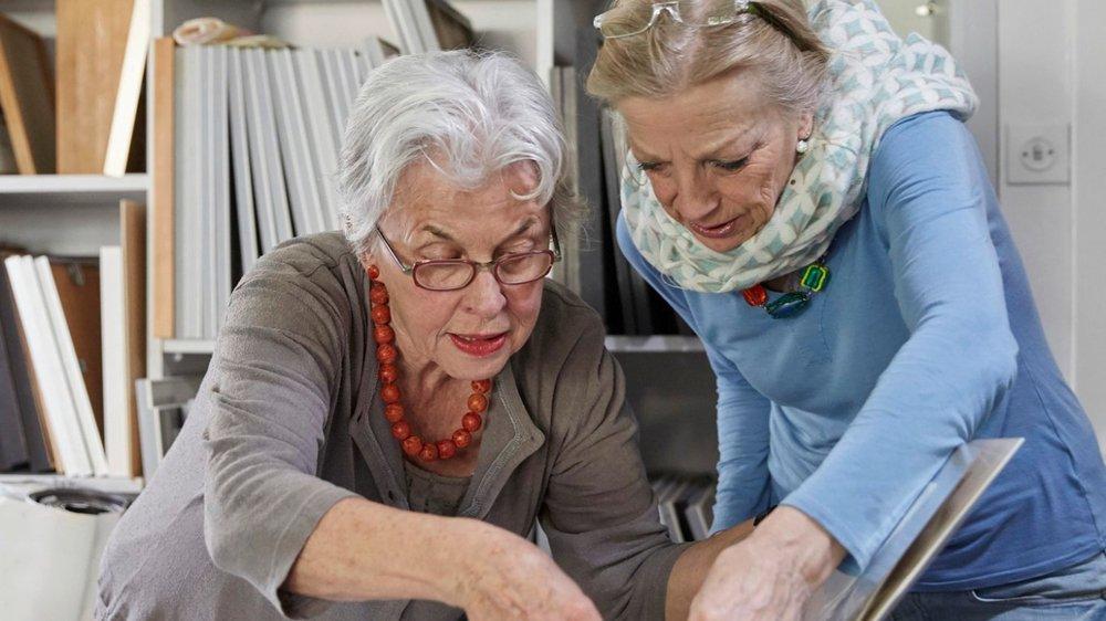 Le texte de l'initative propose que l'âge de la retraite soit adapté régulièrement en tenant compte de l'espérance de vie.
