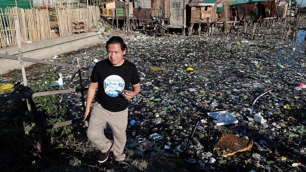 Directeur de l'organisation Gaia Philippines, Froilan Grate, ici à Manille à la fin février dernier, enjoint aux multinationales, dont Nestlé, de prendre leurs responsabilités et à cesser d'utiliser des emballages en plastique.
