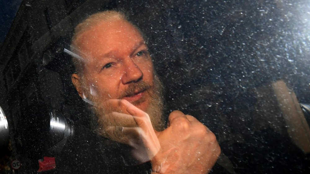 Arrêté hier matin, à l'ambassade d'Equateur à Londres, Julian Assange risque notamment l'extradition vers les Etats-Unis.