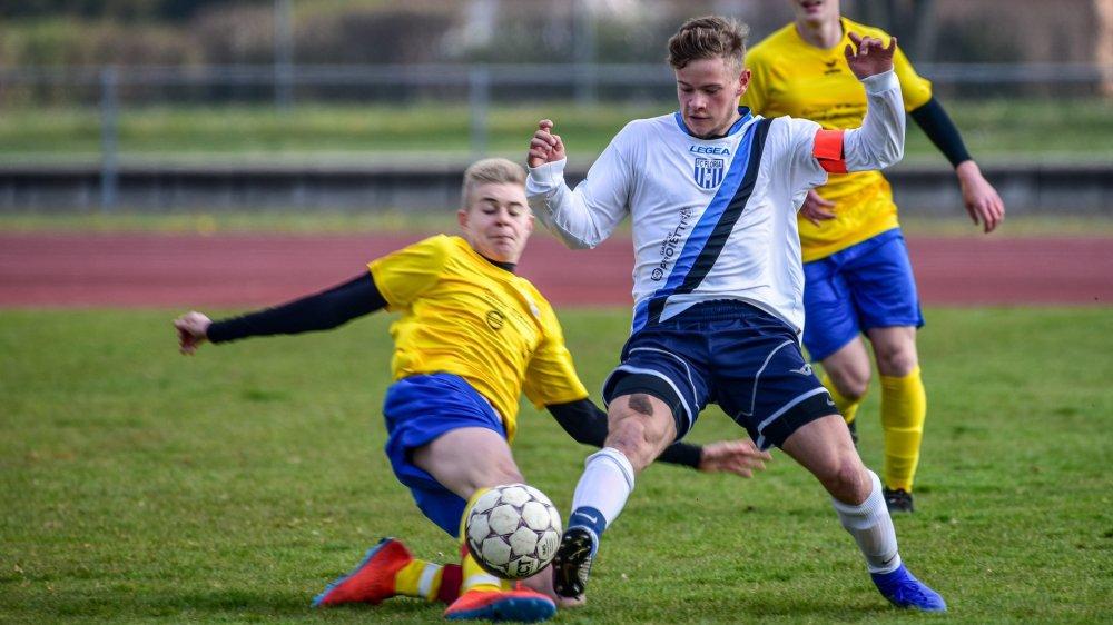 L'avenir des juniors A du FC Hauterive, ici en jaune contre ceux du FC Floria, n'est pas encore certain.