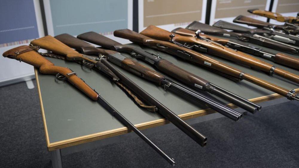 La population suisse se prononcera le 19 mai sur la révision de la loi sur les armes.