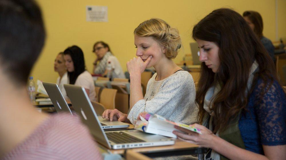 Ambiance studieuse à la faculté des sciences économiques.