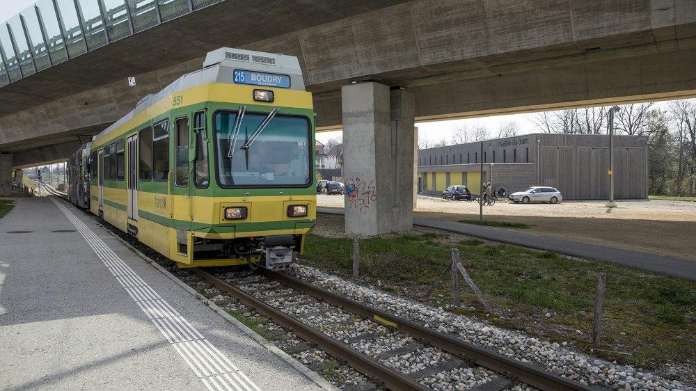 Une rame actuelle du Littorail passe devant le Musée du tram. Y finira-t-elle?