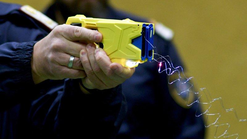 Sécurité: l'utilisation du Taser par les policiers suisses a triplé en 2018