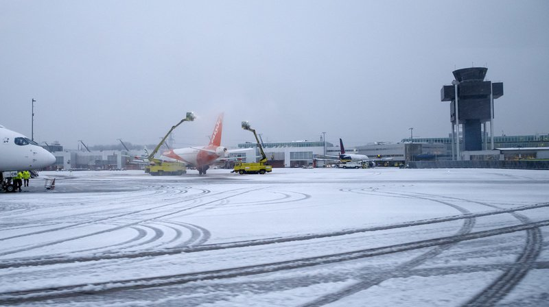 Météo: le retour de la neige perturbe le trafic en Suisse