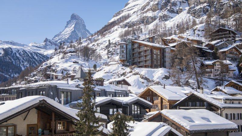 Le Valais (ici Zermatt), le Tessin et et les Grisons ont de plus en plus la cote auprès des Suisses.