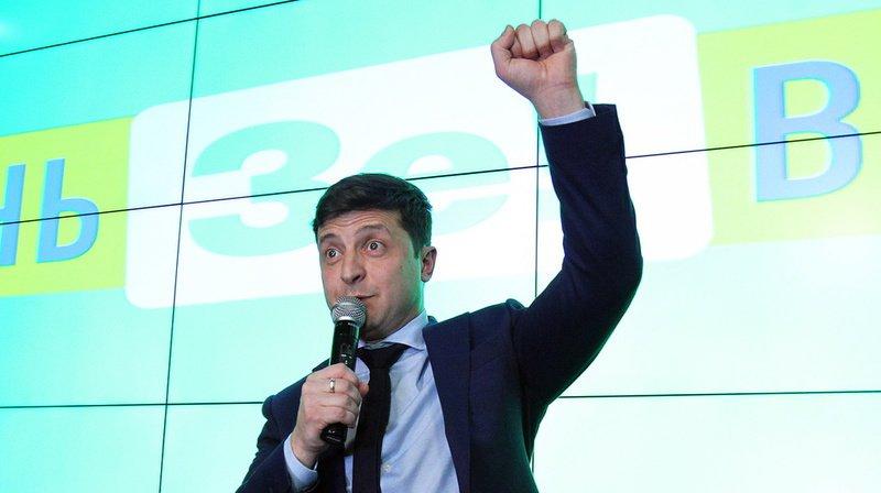 Ukraine: Zelensky, un humoriste, largement en tête de la présidentielle devant le sortant Petro Porochenko