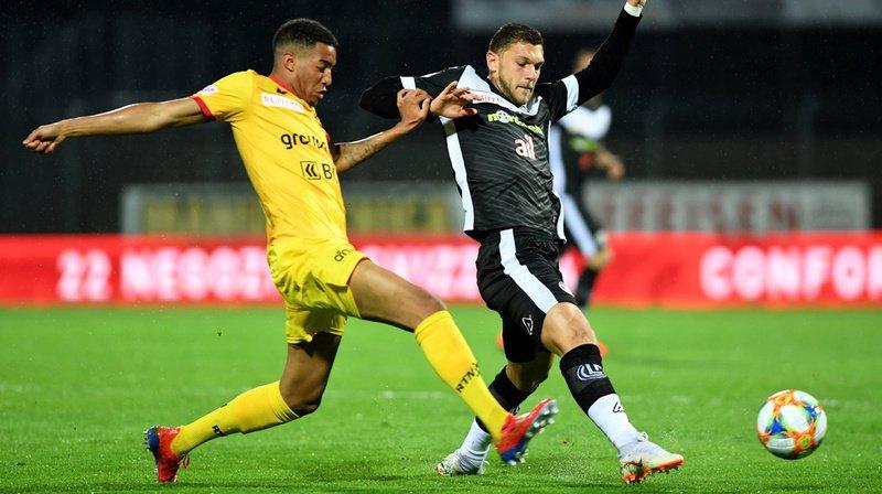 Le retour du match à Lugano (ici Charles Pickel, en jaune à la lutte avec Alexander Gerndt) laissera certainement des traces dans les organismes xamaxiens.