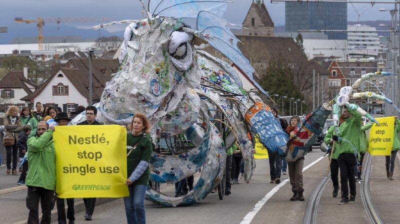 Déchets: Greenpeace appelle Nestlé à présenter un plan contre la pollution par le plastique