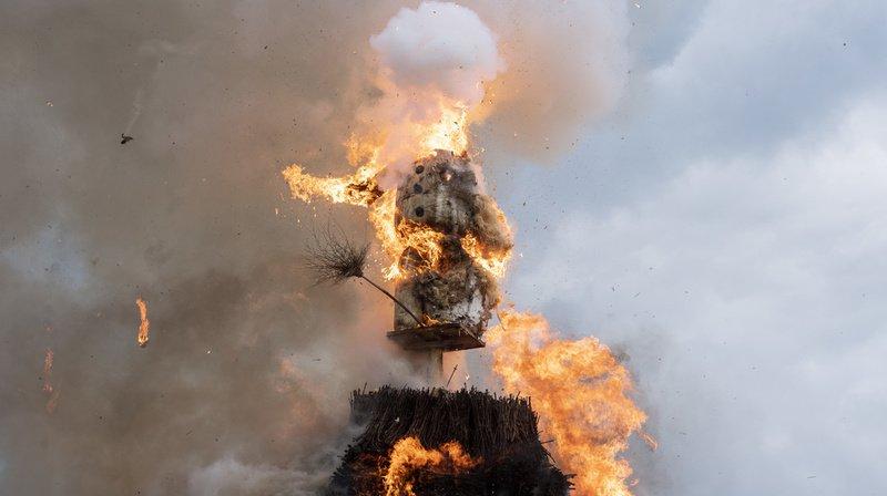 """Selon le mythe, plus la tête du """"Böögg"""" explose rapidement, plus l'été sera chaud."""
