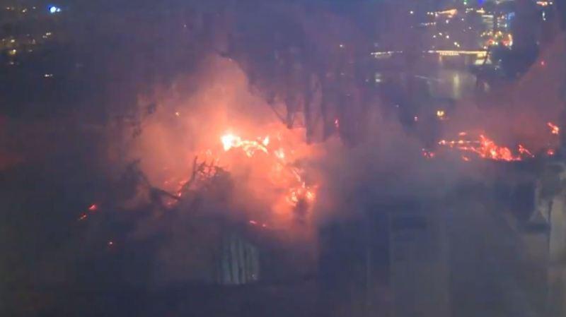 France: les images des pompiers luttant dans la cathédrale de Notre-Dame de Paris en flammes