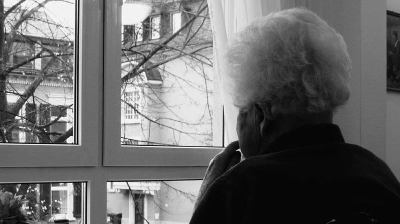 Une permanence nationale pour prévenir lamaltraitancedes seniors