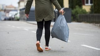La Chaux-de-Fonds: les pompiers interviennent pour un sac à poubelle en feu