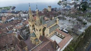 Notre-Dame de Paris: et si c'était la Collégiale de Neuchâtel qui brûlait?