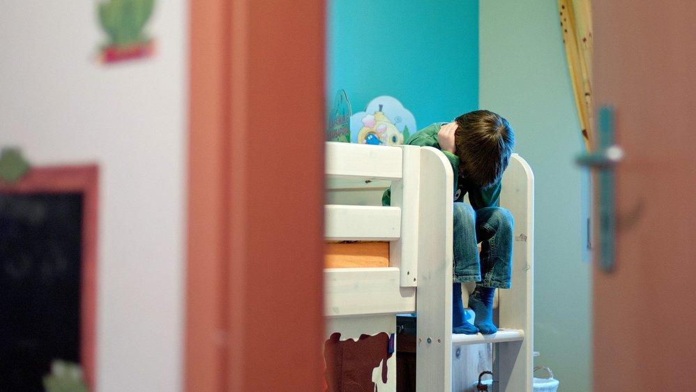 Les châtiments corporels et la violence psychologique infligés aux enfants se répercutent négativement sur leur développement émotionnel et social.