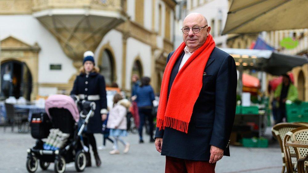 Claude Frey à la place des Halles, devant la rue du Trésor.