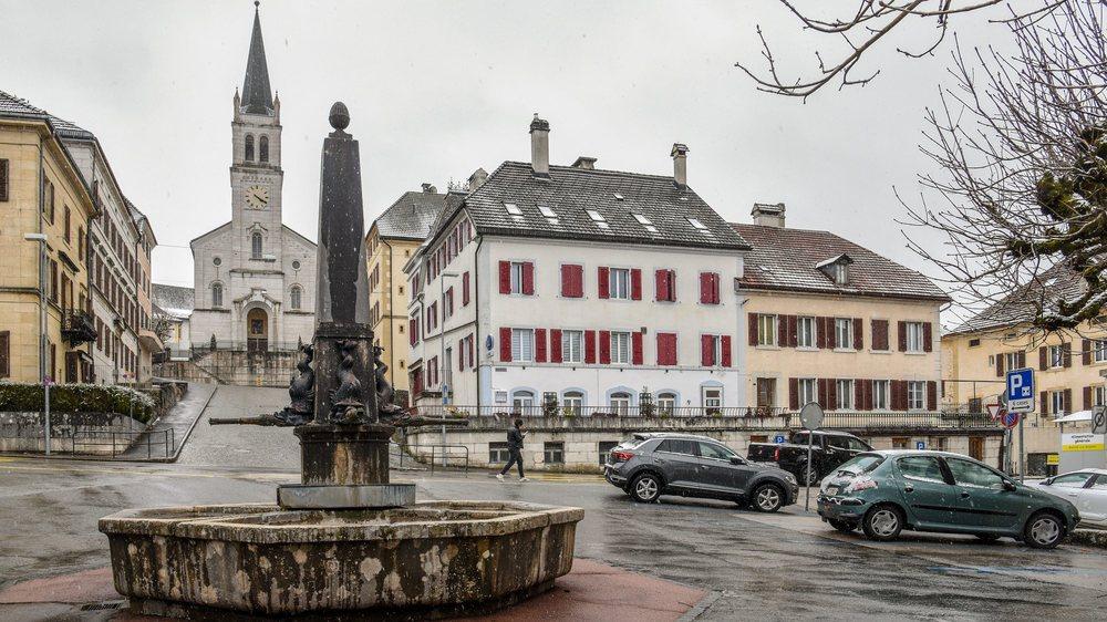 La place centrale des Brenets: après un incendie en 1848, le village a été entièrement reconstruit selon un plan géométrique.