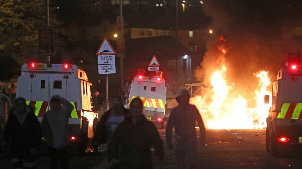 Jeudi soir, les opérations de police ont mis le feu aux poudres. Plus de 50 cocktails Molotov ont été lancés, deux véhicules ont été incendiés.