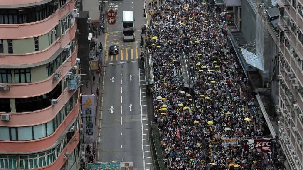 Des dizaines de milliers de manifestants ont défilé, dimanche, à Hongkong, pour protester contre un projet de loi qui permettrait d'extrader des suspects vers la Chine continentale.