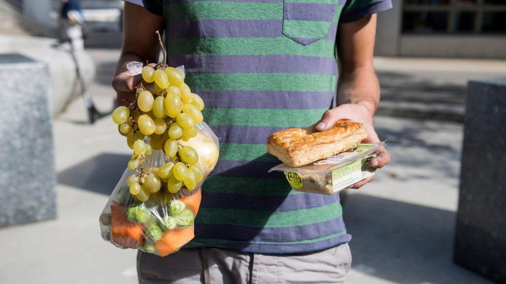 Au lieu de jeter la nourriture, il vaut toujours mieux la donner ou la recycler.