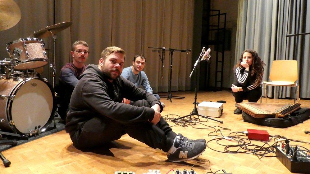 De gauche à droite: Chadi Messmer, Félix Fivaz, Bilal Bitar et Youmna Saba, en résidence aux Grisons avant leur série de concerts en Suisse, au mois de mai.