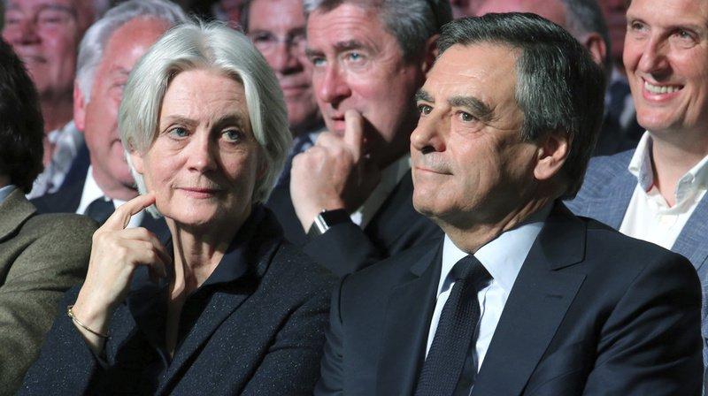 France: les juges ordonnent un procès pour François et Penelope Fillon