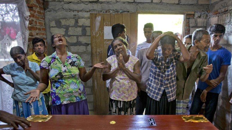 Le Sri Lanka a déclaré une journée de deuil national mardi.