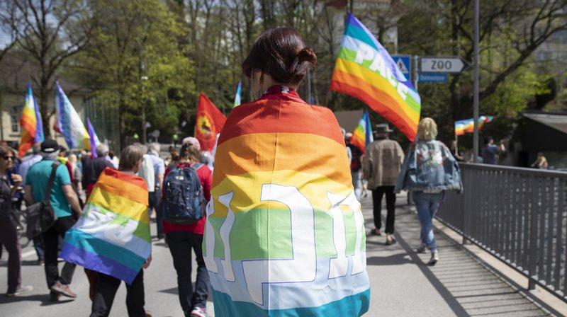 Manifestation: plus de mille personnes à la Marche de Pâques pour la paix et contre les armes