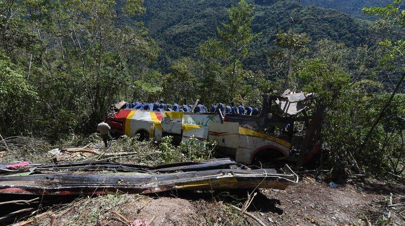 Bolivie: un car chute dans un ravin, au moins 25 morts