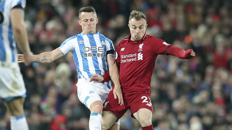 Football: Liverpool bat Newcastle et peut encore rêver de titre, grâce à un coup-franc de Shaqiri
