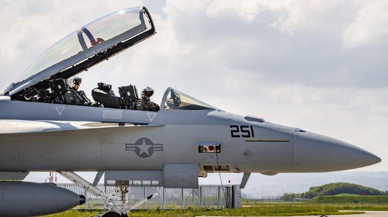 Défense aérienne: le peuple devrait pouvoir trancher uniquement sur l'achat d'avions