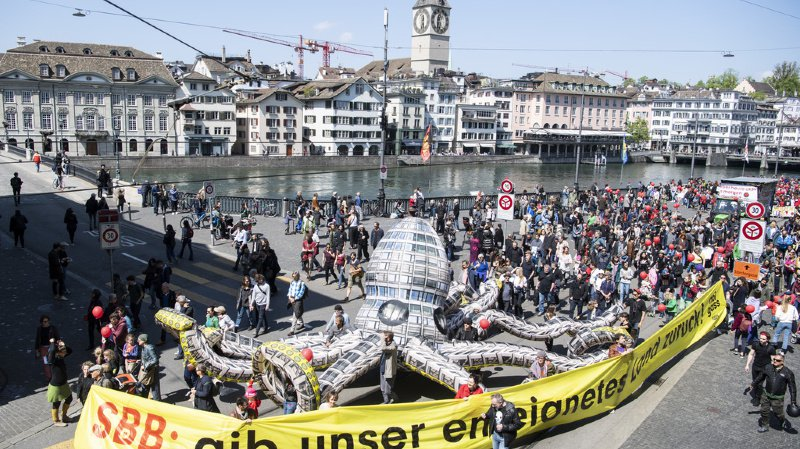 1er mai: 16'000 personnes dans la rue à Zurich, 2500 à Genève, pour réclamer l'égalité salariale